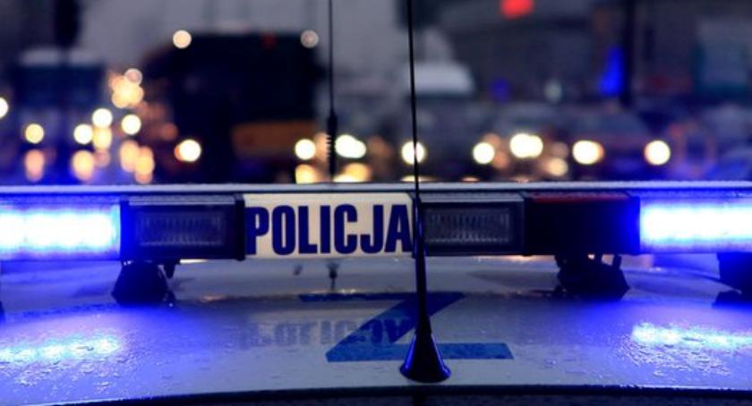 Bezpieczeństwo, Tankowali paliwo odjeżdżali złodziei rękach policji - zdjęcie, fotografia
