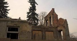 Willa Topolanka w ruinie i ... śmieciach